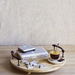 Boîte métal garnie de carrés de chocolat noir 48g